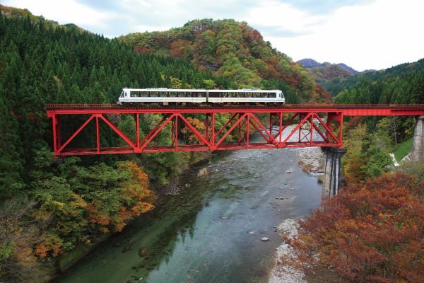 Akita-Nairiku-Line-Autumn-Akita-Japan