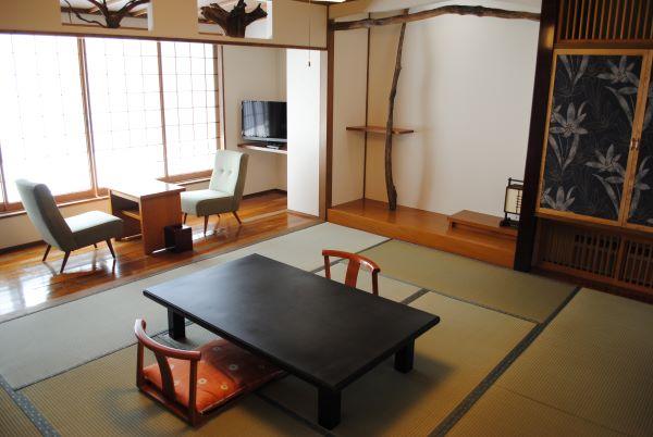 Tsuta Onsen Ryokan Aomori Japan Gustroom