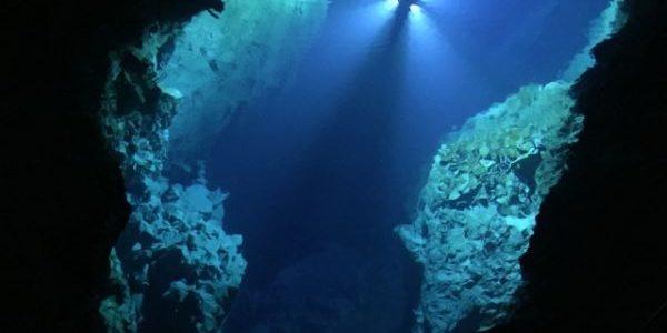 Ryusendo-Cave-Iwate-Japan-第一地底湖