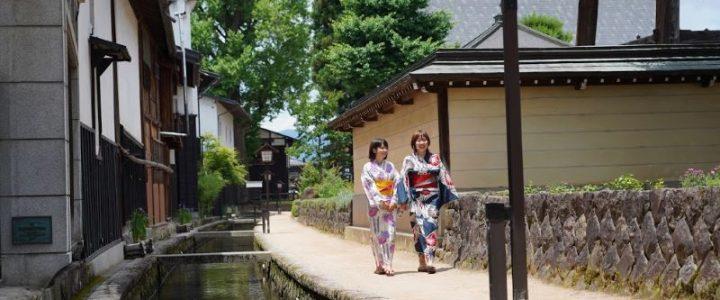 Shirakabe-Dozogai-Street-Setogawa-Canal-Hida-Furukawa-Gifu-Japan