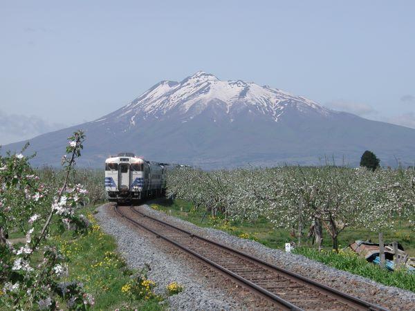 Gono-Line-And-Mt.-Iwaki-And-Apple-Farm-Hirosaki-Aomori-Japan